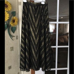 Classy gold and black chevron pleated skirt🖤